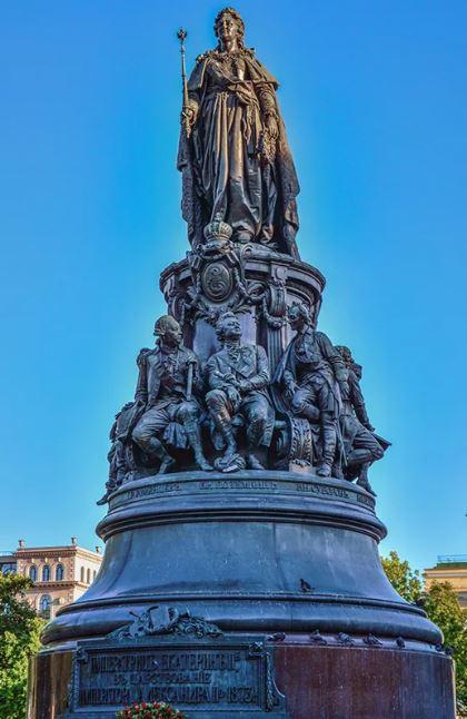 статуя Екатерины II