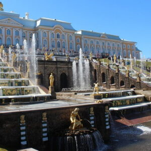 Большой Петергофский дворец в Санкт Петербурге